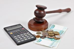 Как производится компенсация финансового вреда, и в какой суд подавать иск?